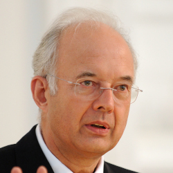 Prof. Dr. Dr. h. c. mult. Paul Kirchhof